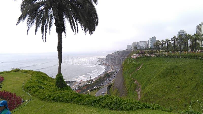Της Λίμα Περού, απότομοι βράχοι στοκ φωτογραφίες