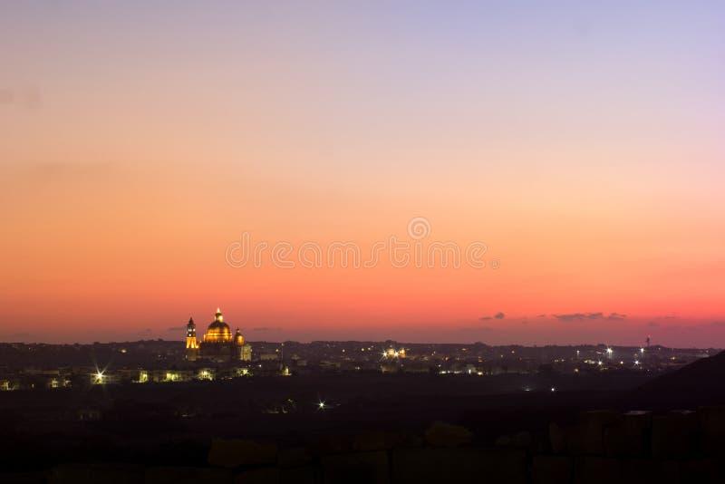 Της Μάλτας πέρα από την πόλη στοκ εικόνες