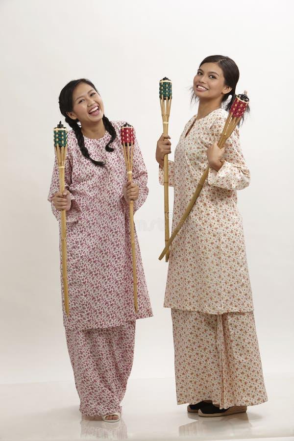 Της Μαλαισίας γυναίκες με το pelita στοκ φωτογραφία με δικαίωμα ελεύθερης χρήσης