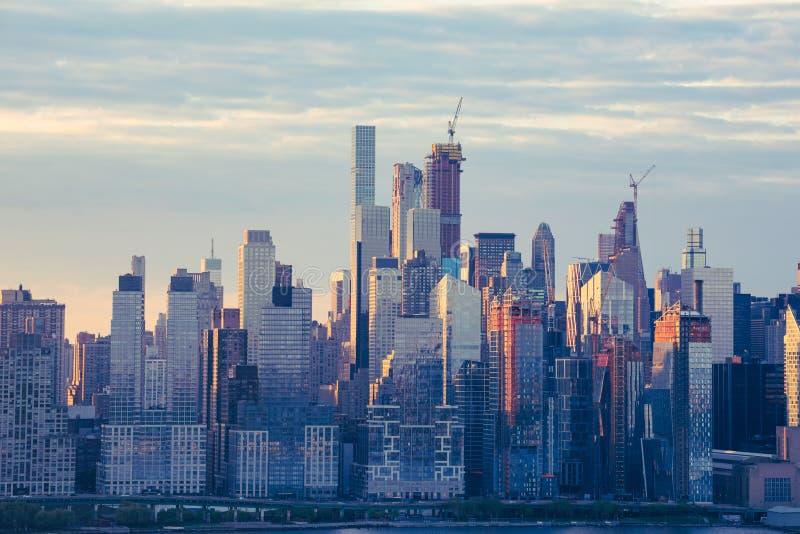 Της περιφέρειας του κέντρου ουρανοξύστες στοκ φωτογραφία