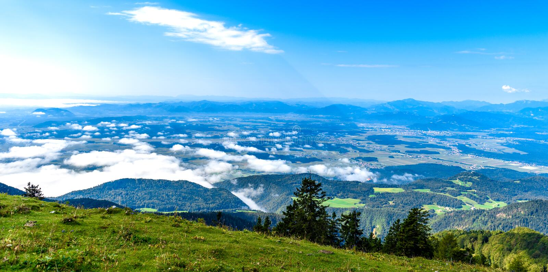 Της Σλοβενίας τοπίο βουνών που πυροβολείται φυσικό σε Krvavec στοκ φωτογραφία