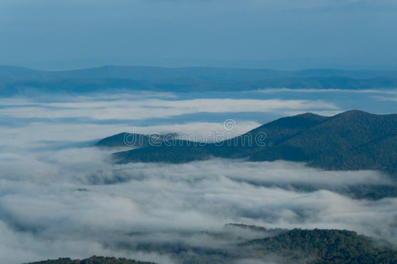 της όξινης απορροής σειρά βουνών στοκ φωτογραφία με δικαίωμα ελεύθερης χρήσης