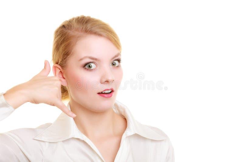 Τηλέφωνο Έκπληκτη επιχειρηματίας που κάνει να με καλέσει χειρονομία στοκ φωτογραφίες