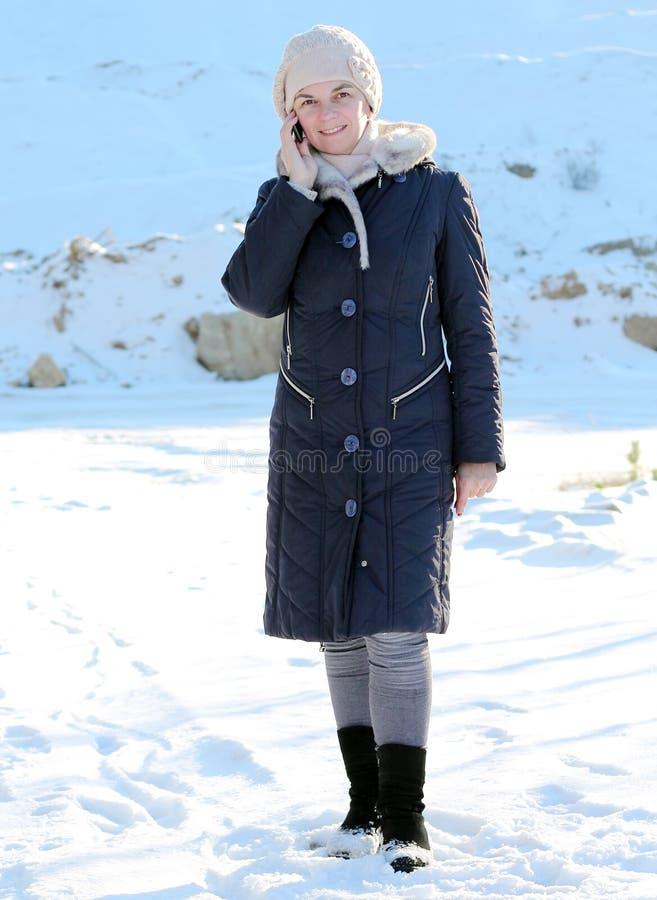 τηλεφωνική γυναίκα διαλογικού παραθύρου s συνομιλίας στοκ εικόνες