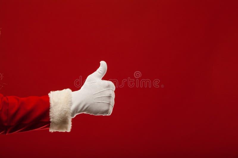 Τη φωτογραφία Άγιου Βασίλη που φορούν γάντια παραδίδει την υπόδειξη στοκ φωτογραφία με δικαίωμα ελεύθερης χρήσης