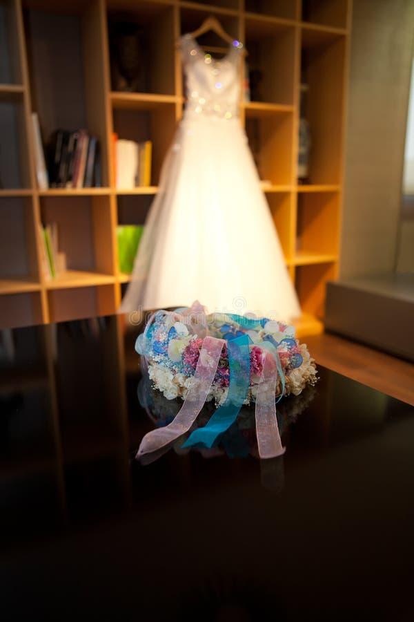 Τιάρα και γαμήλιο φόρεμα στοκ εικόνες με δικαίωμα ελεύθερης χρήσης