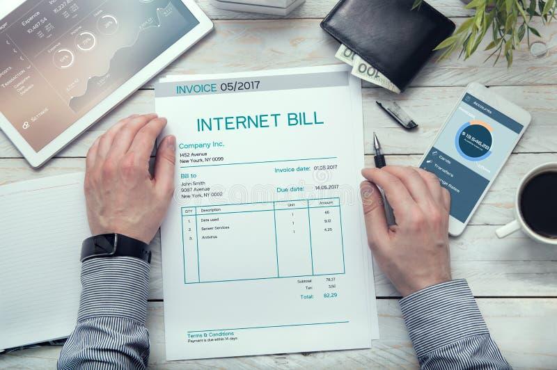 Τιμολόγιο λογαριασμών Διαδικτύου στοκ φωτογραφία με δικαίωμα ελεύθερης χρήσης