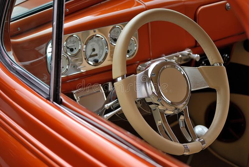 Τιμόνι και ταμπλό του αμερικανικού αυτοκινήτου στοκ εικόνα με δικαίωμα ελεύθερης χρήσης