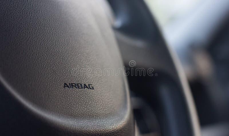 Τιμόνι με την ετικέτα αερόσακων στοκ φωτογραφία με δικαίωμα ελεύθερης χρήσης