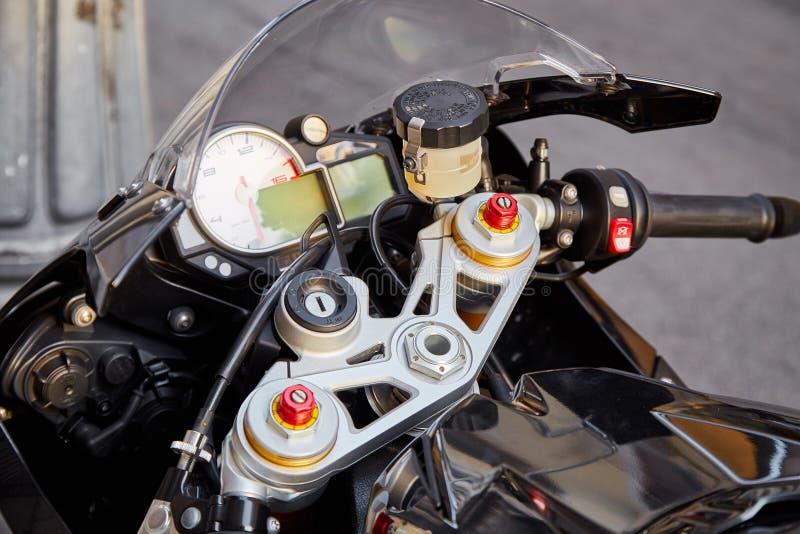 Τιμόνι μιας αθλητικής μοτοσικλέτας στοκ εικόνες