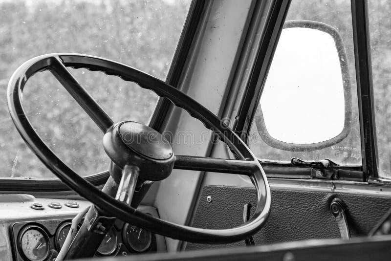 Τιμόνι στο πιλοτήριο στοκ φωτογραφίες