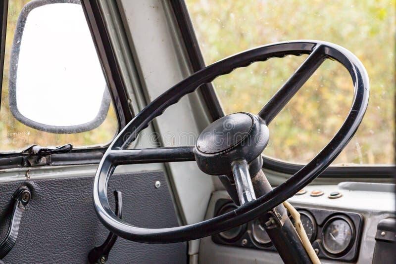 Τιμόνι στο πιλοτήριο στοκ εικόνα