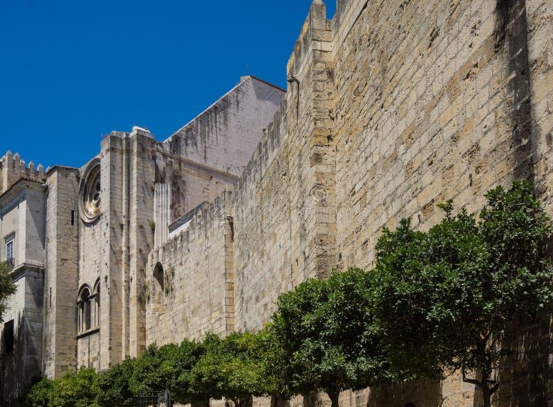 Τοίχος από τον καθεδρικό ναό της Λισσαβώνας στοκ εικόνες