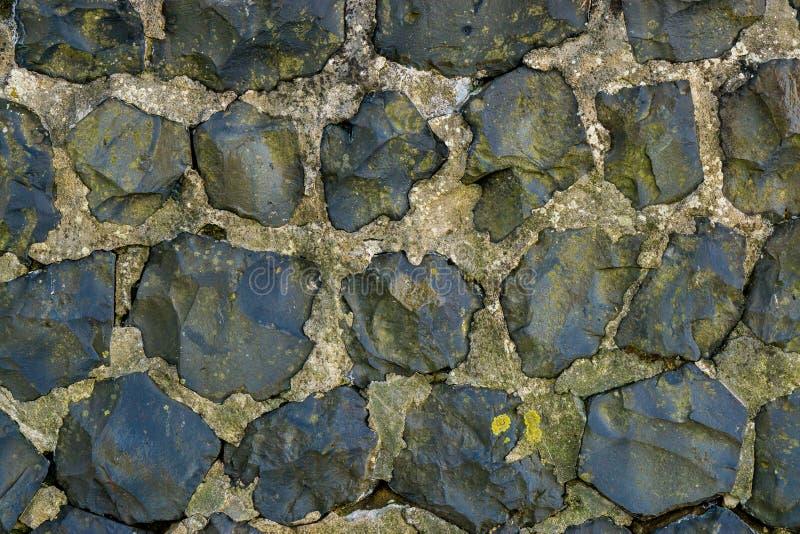 Τοίχος βράχου ασβεστόλιθων λατομείων που γίνεται από το μεγάλο υπόβαθρο σχεδίων σύστασης βράχων στοκ εικόνες
