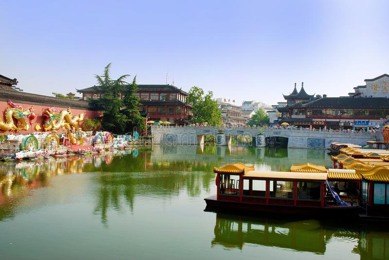 Τοίχος δράκων στις όχθεις του ποταμού Qinhuai στην πόλη του Ναντζίνγκ στοκ φωτογραφία με δικαίωμα ελεύθερης χρήσης