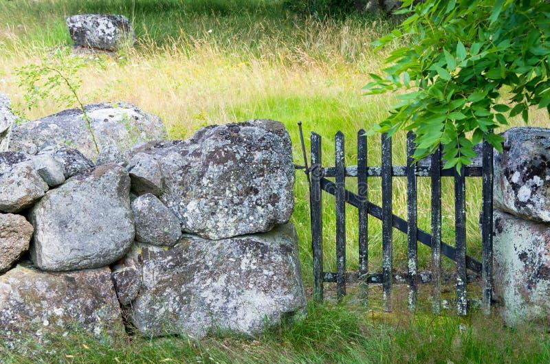 Τοίχος και πύλη στοκ φωτογραφίες