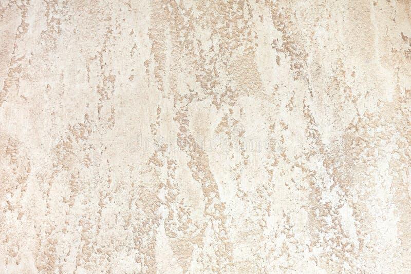 Τοίχος με το ανοικτό καφέ διακοσμητικό ασβεστοκονίαμα χρώματος υπόβαθρα κατασκευασμένα στοκ φωτογραφίες