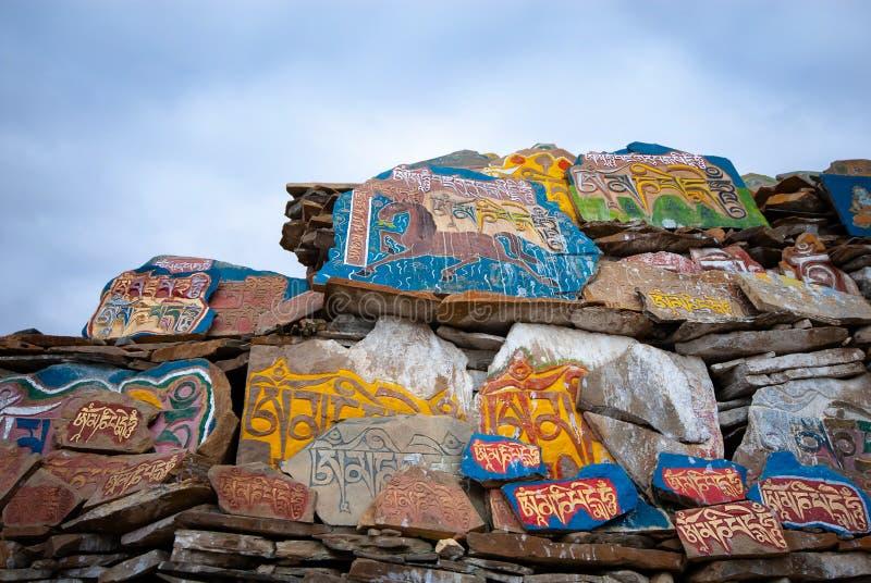 Τοίχος πετρών Mani του θιβετιανού βουδισμού στοκ φωτογραφία με δικαίωμα ελεύθερης χρήσης
