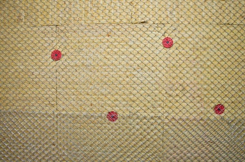 Τοίχος που μονώνεται θερμός με το μαλλί πετρών στοκ φωτογραφίες