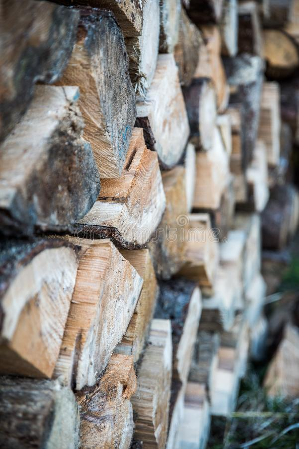 Τοίχος που προετοιμάζεται ξύλινος για το χειμώνα στοκ φωτογραφία