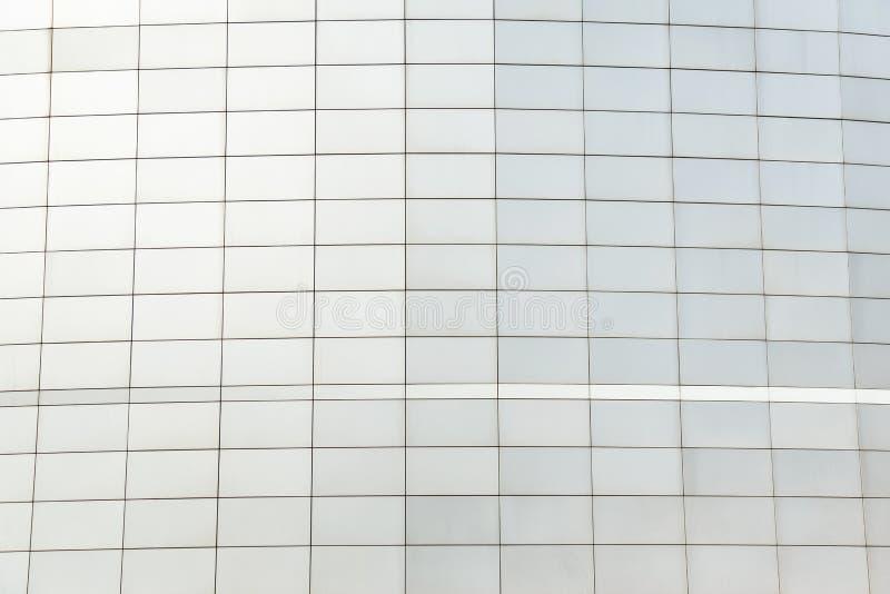 Τοίχος του μαύρου φουτουριστικού νέου κτηρίου μετάλλων αφηρημένο αρχιτεκτονικό π&rh στοκ φωτογραφίες με δικαίωμα ελεύθερης χρήσης