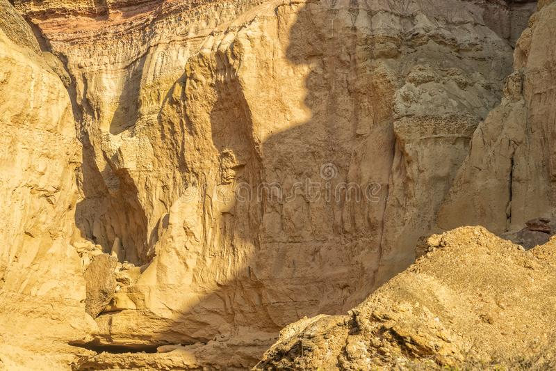 Τοίχος των φαραγγιών στην έρημο Namibe Με τον ήλιο Αφρική _ στοκ εικόνες με δικαίωμα ελεύθερης χρήσης