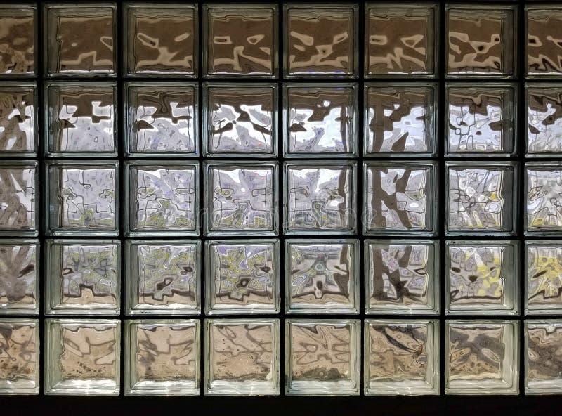 Τοίχος υποβάθρου σύστασης φιαγμένος από πολύ κύβο γυαλιού στοκ φωτογραφίες