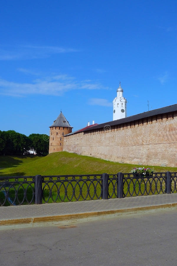 Τοίχος φρουρίων του Κρεμλίνου σε Veliky Novgorod στοκ φωτογραφία με δικαίωμα ελεύθερης χρήσης