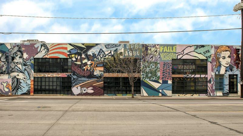 Τοιχογραφία από FAILE στην πλευρά ενός εστιατορίου στα άλση τριάδας, Ντάλλας, Τέξας στοκ εικόνες με δικαίωμα ελεύθερης χρήσης