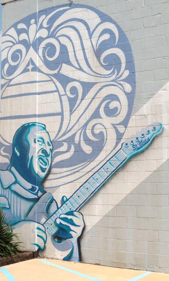 Τοιχογραφία μπλε στην οικοδόμηση του καταστήματος κιθάρων μπλε Αγίου, Μέμφιδα Τένεσι στοκ εικόνα