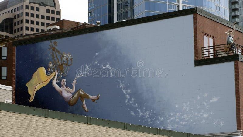 Τοιχογραφία φεγγαριών Waxie από τον καλλιτέχνη Annalisa Notter επάνω από την αρχική Starbucks στην αγορά θέσεων λούτσων, Σιάτλ στοκ φωτογραφία με δικαίωμα ελεύθερης χρήσης