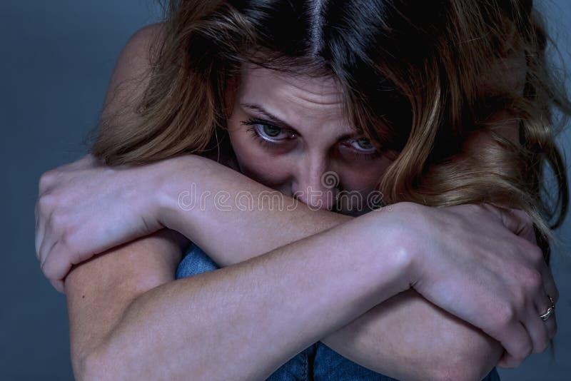 Τονισμένη κατάθλιψη επιχειρησιακών γυναικών, απογοήτευση, ανησυχία, worri στοκ φωτογραφίες