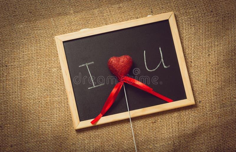 Τονισμένη φωτογραφία της καρδιάς στη δήλωση της αγάπης στον πίνακα στοκ εικόνα με δικαίωμα ελεύθερης χρήσης