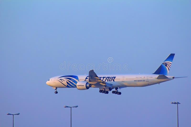 Τον Ιούλιο του 2019 του Κουβέιτ - πτήση αέρα της Αιγύπτου που προσγειώνεται στο διεθνή αερολιμένα του Κουβέιτ στοκ φωτογραφίες με δικαίωμα ελεύθερης χρήσης
