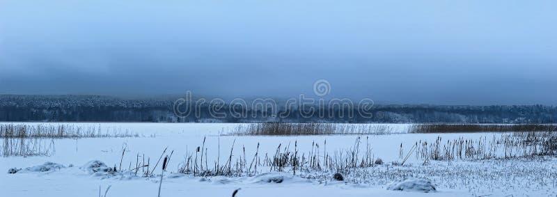 Download Τοπία λιμνών με το χιόνι στον πάγο Στοκ Εικόνα - εικόνα από hoarfrost, ουρανοί: 22787759