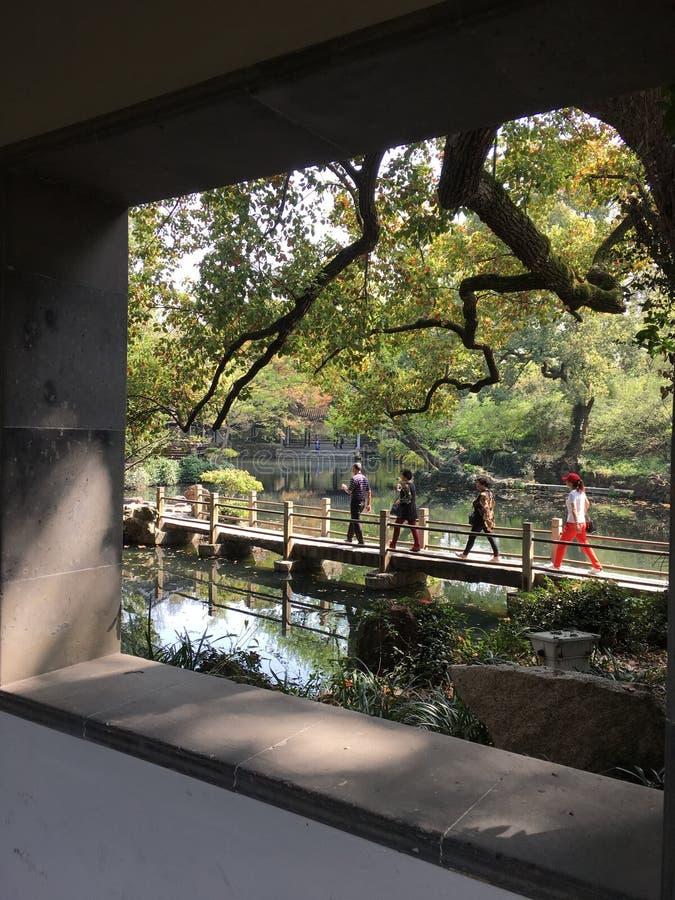 Τοπίο άνοιξη στον αρχαίο κινεζικό κήπο στην πόλη Wuxi στοκ φωτογραφία