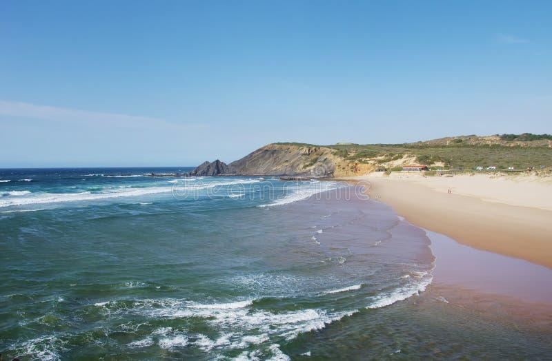 Τοπίο ακτών του Ατλαντικού Ωκεανού κοντά στην παραλία Amoreira στοκ εικόνα