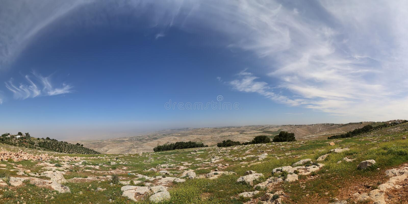 Τοπίο βουνών ερήμων πανοράματος, Ιορδανία στοκ εικόνες