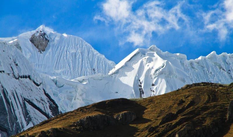 Τοπίο βουνών, οροσειρά Huayhuash, Περού στοκ φωτογραφία
