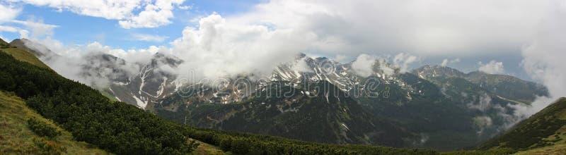 Τοπίο βουνών σε υψηλό Tatras μετά από τη βροχή στοκ εικόνες με δικαίωμα ελεύθερης χρήσης
