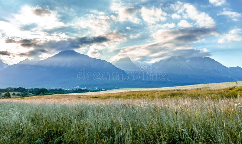 Τοπίο βουνών στο μαλακό φως βραδιού Βουνά Tatra, Σλοβακία στοκ φωτογραφίες
