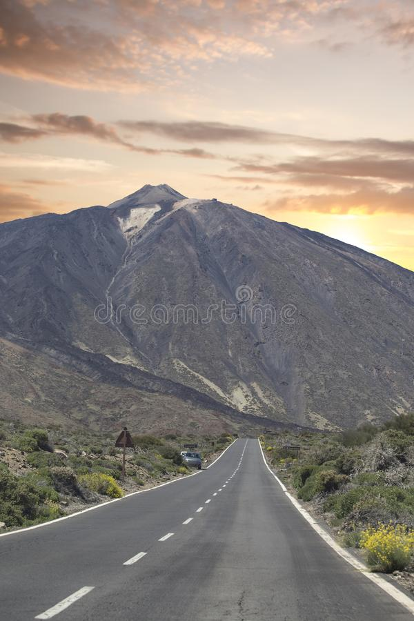 Τοπίο βουνών στο τροπικό νησί Tenerife, καναρίνι στην Ισπανία στοκ φωτογραφία με δικαίωμα ελεύθερης χρήσης