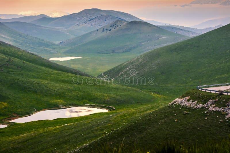 Τοπίο βουνών της Ιταλίας Appennini στοκ εικόνα