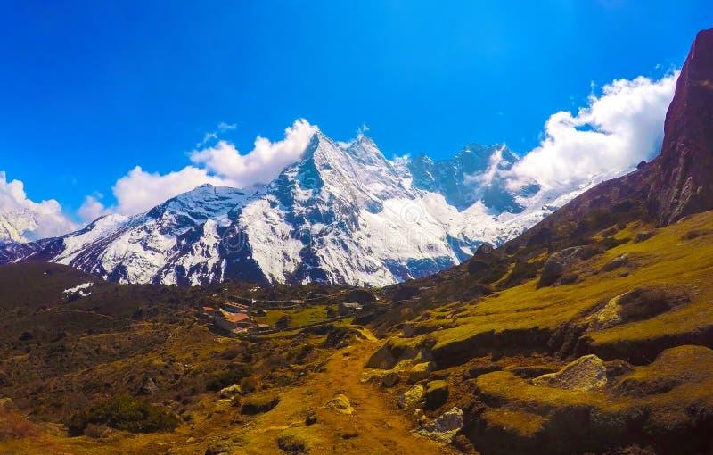 Τοπίο βουνών του εθνικού πάρκου του Νεπάλ Νεπαλικοί λαοί και αυστηρή φύση στοκ φωτογραφίες με δικαίωμα ελεύθερης χρήσης