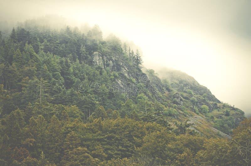 Τοπίο βουνών fogy στην ημέρα, Αγγλία, Ευρώπη στοκ φωτογραφία
