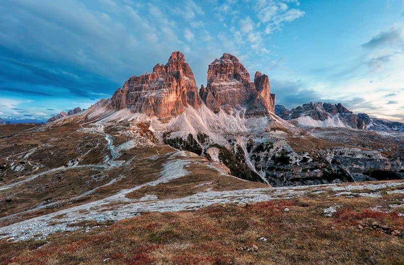Τοπίο βουνών - Tre CIME Di Lavaredo, δολομίτες, Ιταλία στοκ εικόνες