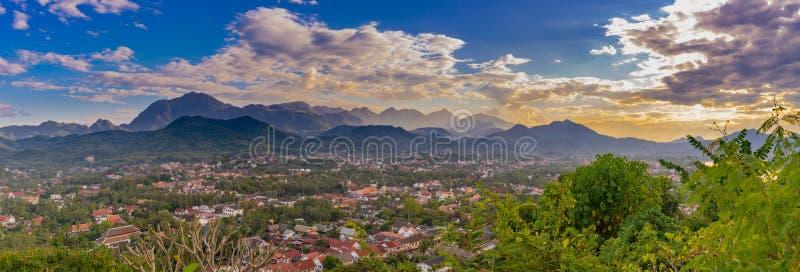 Τοπίο για το πανόραμα στο ηλιοβασίλεμα σε Luang Prabang, Λάος στοκ φωτογραφίες με δικαίωμα ελεύθερης χρήσης