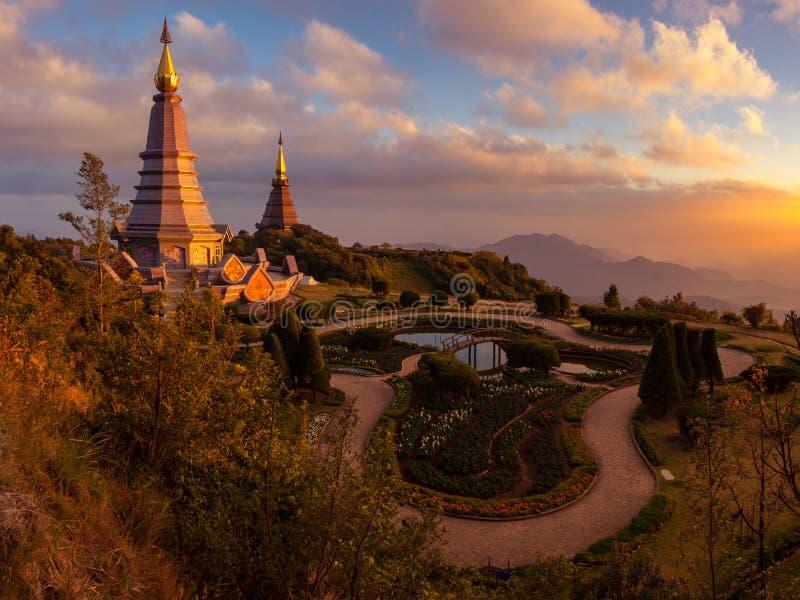 Τοπίο δύο παγόδα στο εθνικό πάρκο Inthanon doi, chiang mai, Ταϊλάνδη, στοκ εικόνες