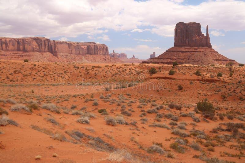 Τοπίο ερήμων στην Αριζόνα, κοιλάδα μνημείων Ζωηρόχρωμος, τουρισμός στοκ φωτογραφία