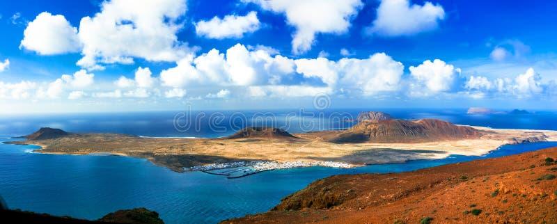 Τοπίο ηφαιστειακού Lanzarote - πανοραμική άποψη από Mirador del στοκ φωτογραφία